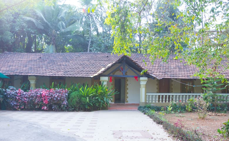 cottage green, Arossim Goa - Arossim - House
