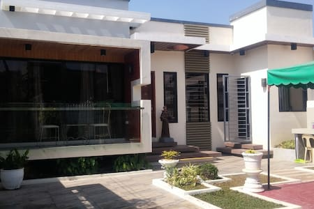 Modern Villa near city center - San Fernando - Villa