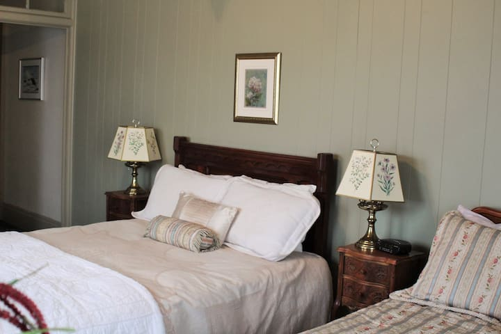 Summerhill Manor B&B: The Bayley Suite