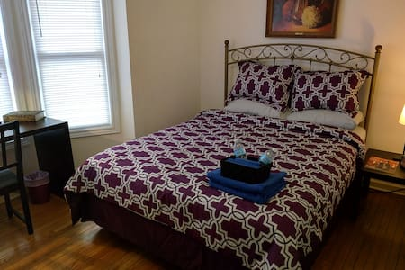 Cozy Master Private Suite w/ Queen Bed & Dbl Sofa! - Hamilton - Hus