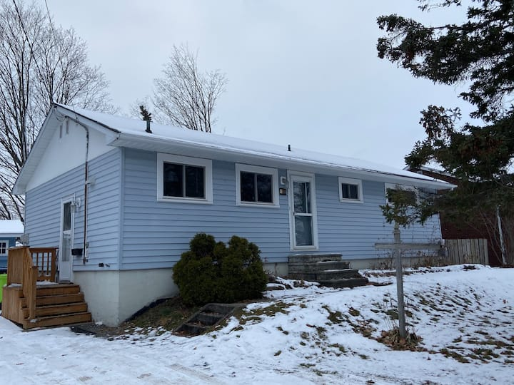 Home away from Home! - East End Bungalow