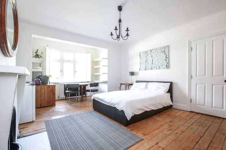 Large Double Studio room w/ kitchen - London - House