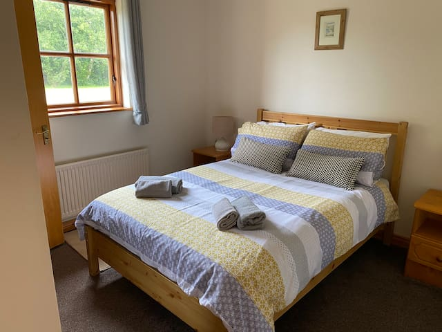 Double room hand and bath towels provided. This room is en-suite with a wet room style shower.