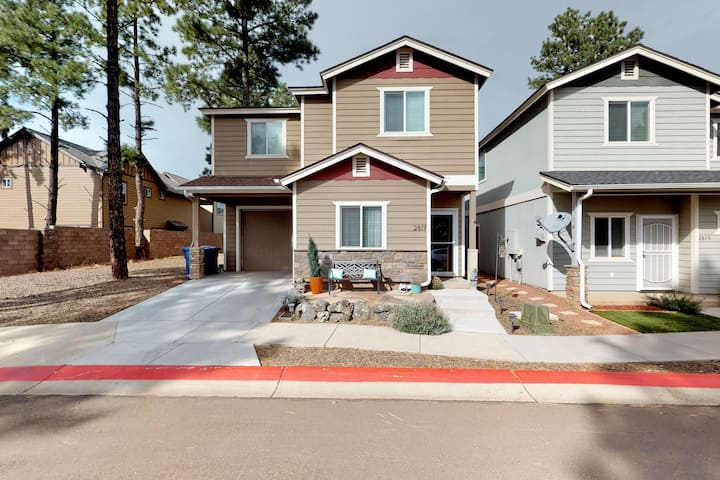 Large, dog-friendly home w/ a private BBQ - close to NAU & downtown