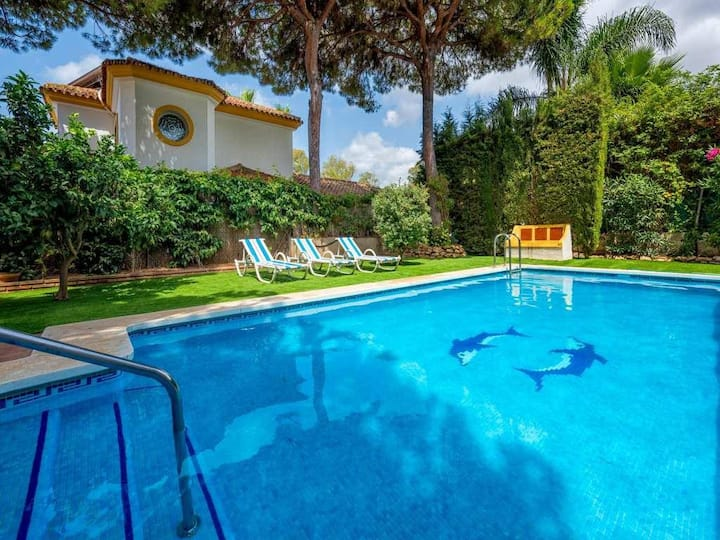 Charming 5BR Villa with Private Pool by Rafleys, 5 min walking to the Beach