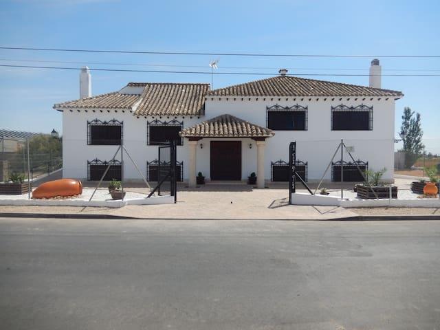 La casa de Elena - Miguel Esteban - Bungalo