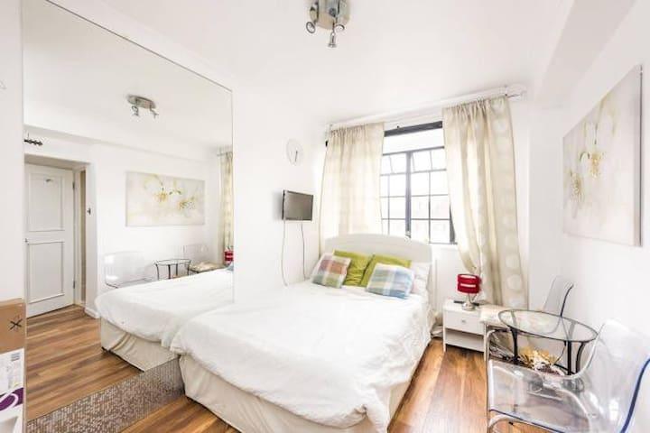24/7 Portered Elegant Hotel Apartment in Chelsea