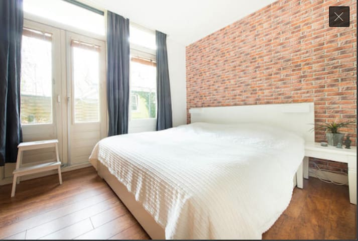 Private quite bedroom with garden