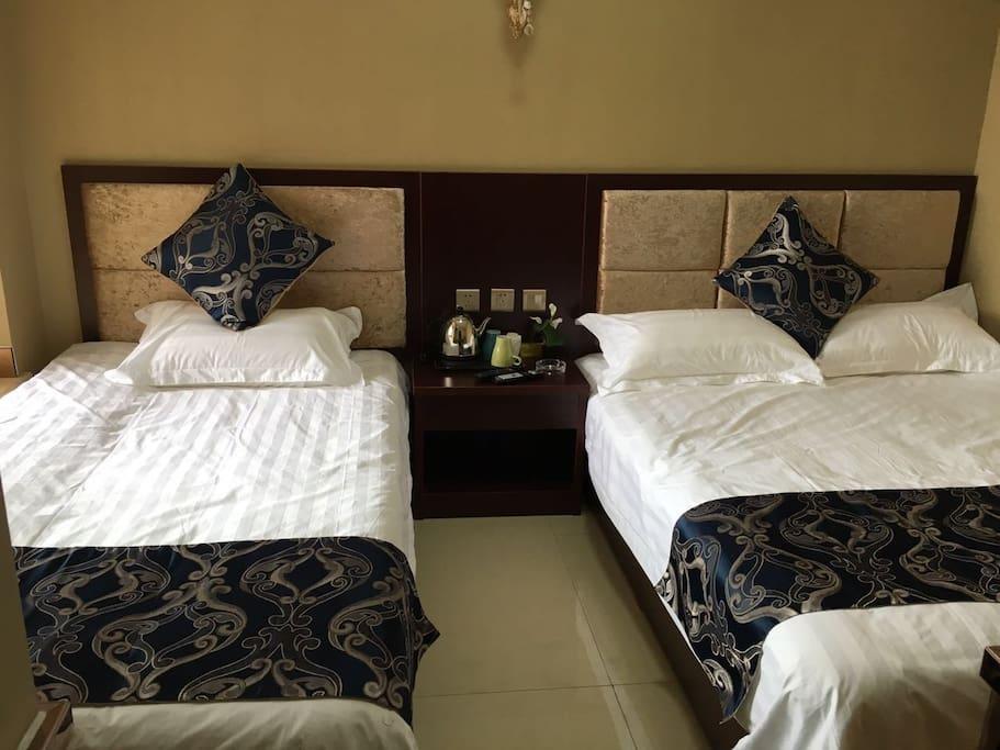 两张1.2米床标间,房间独立卫浴,卫生间最大