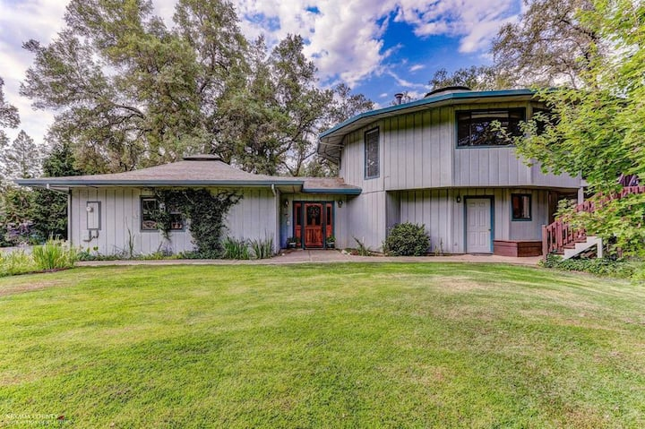 Lovely Dog-friendly Country Home & Ranch