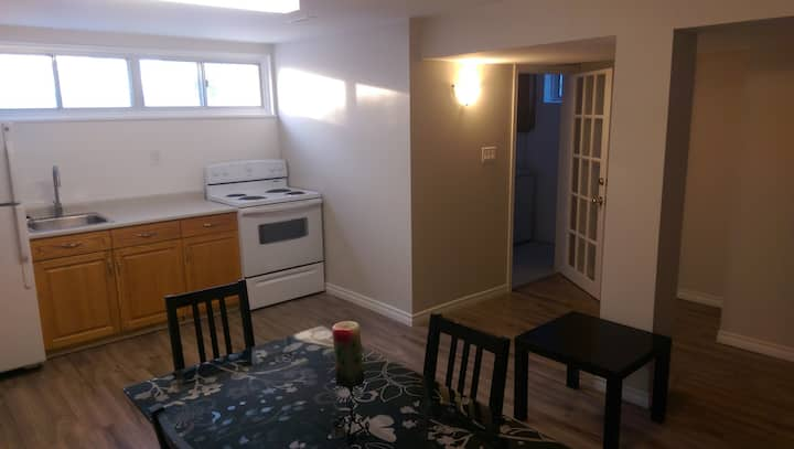 Beautiful 1 bed apartment with internet/parking :)