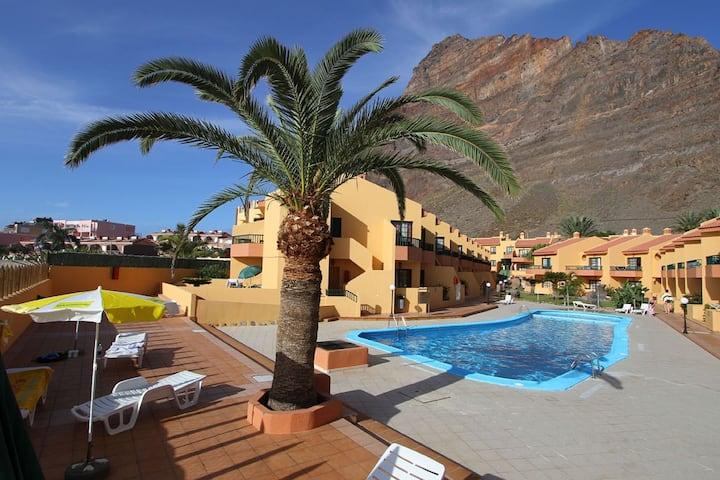 Apartmentanlage mit Pool direkt am Meer