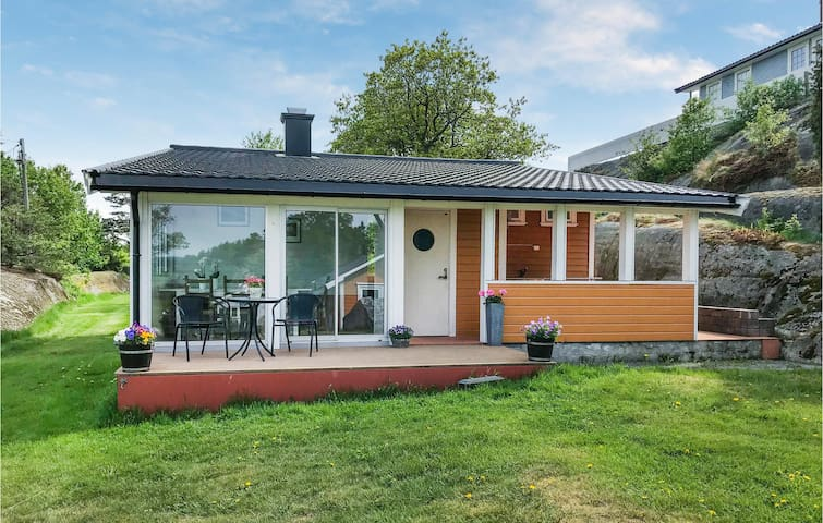 Holiday cottage with 4 bedrooms on 86m² in Stavern