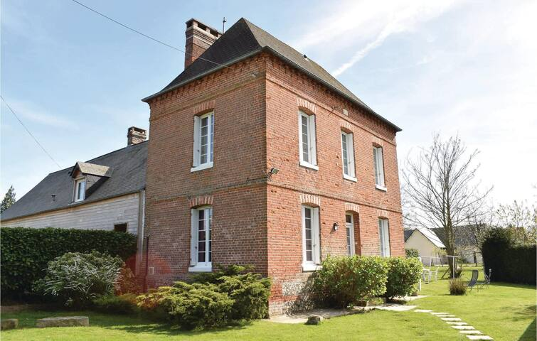 Semi-Detached with 2 bedrooms on 68 m² in Gruchet-Saint-Simeon