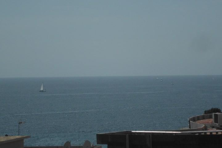 Sea view studio next to the beach
