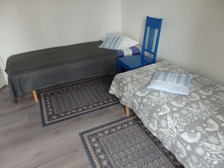 Две отдельные односпальные кровати