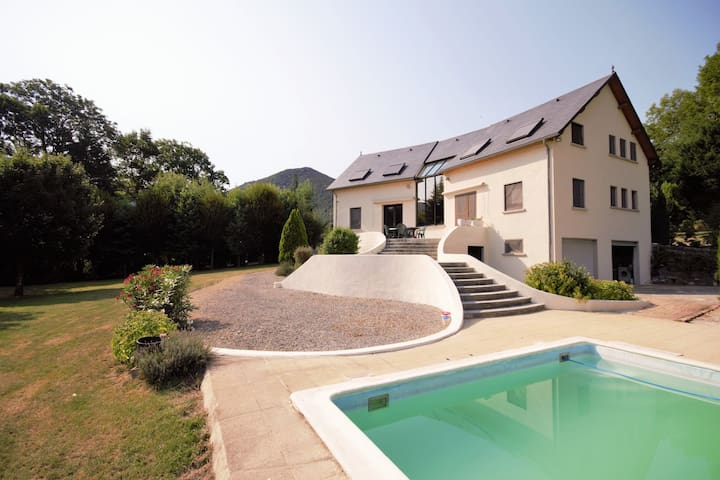 Beautiful Holiday Home with Pool in the South of France