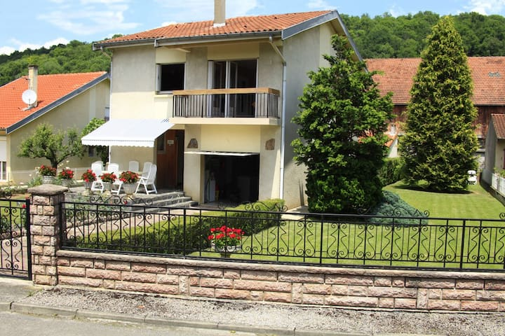villa cloturée - Saint-Girons - วิลล่า
