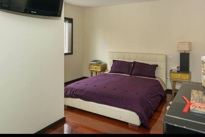 Quarto Privado com Wc  de uso exclusivo 1 piso