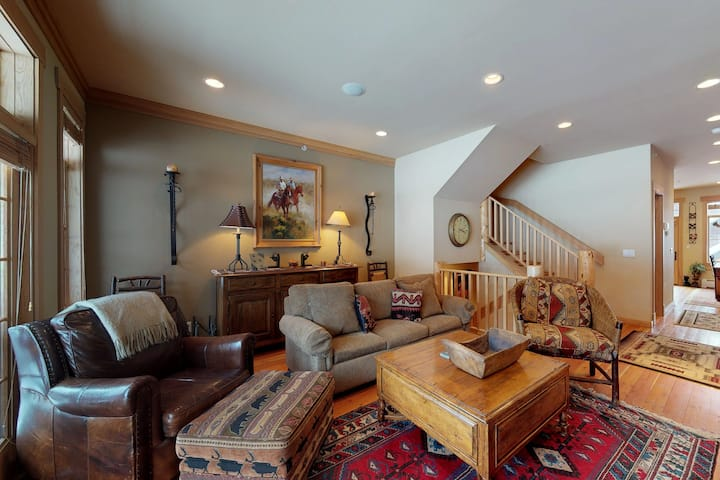 Stylish and comfortable condo w/ private hot tub & shared pool!