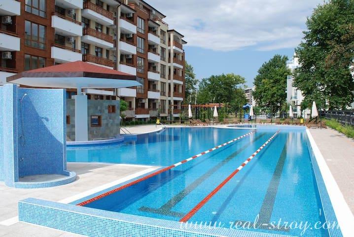 Апартаменты первый этаж с  видом на бассейн