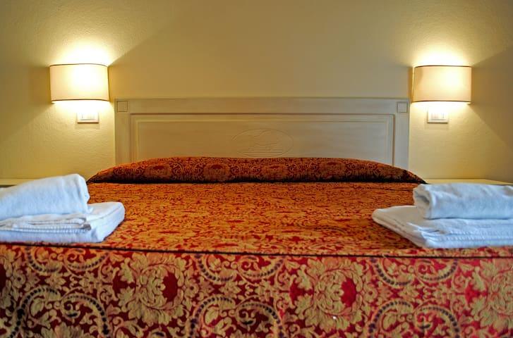 Standard double room - Fattorie Santo Pietro
