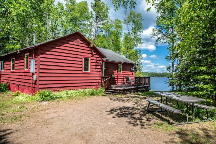 Cedar Cove is a peaceful and private cabin on Devil Track Lake near Grand Marais