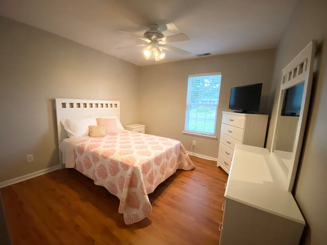 Cozy Coastal-Private Room-Near Wrightsville Beach*