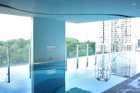 Luxury 2BR apartment pool/gym - Near Airport