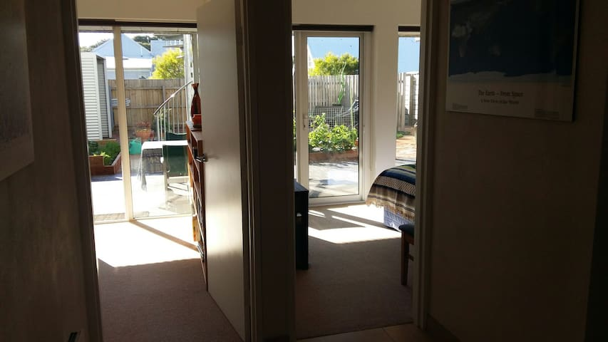 Two  Bedrooms  by the Beach. - Inverloch - Bed & Breakfast