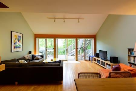 Up-Island Treehouse - Aquinnah