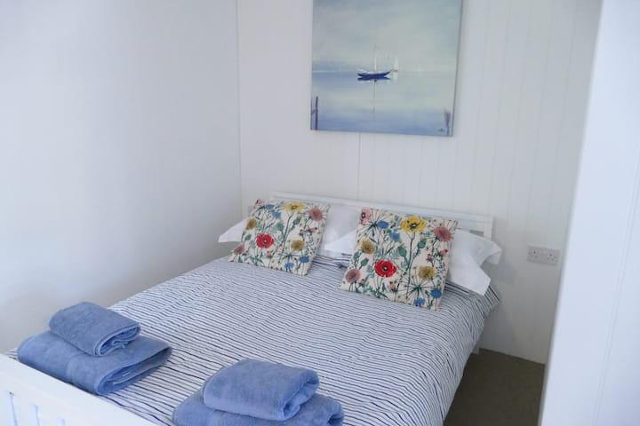 """Porthcawl - Studio flat...great surfing beaches"""