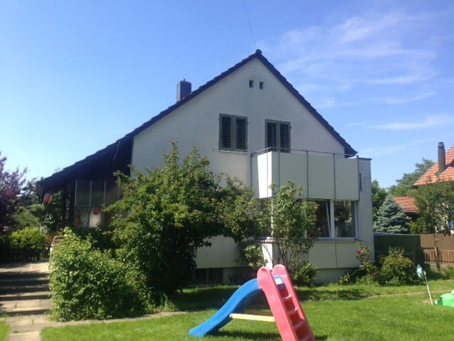 Single house with garden, ideal location