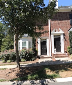Gorgeous Davidson Town Home by Lake Norman - Davidson - タウンハウス