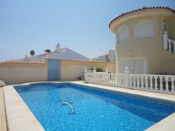 Villa Malima, piscine privée, à 3 km de la plage