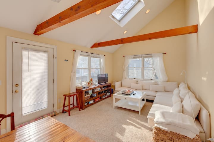 A light & lovely hideaway in Falmouth Village