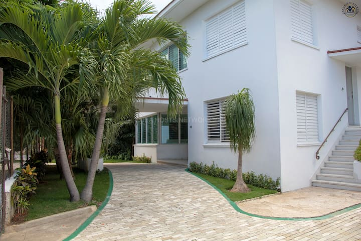 Luxury boutique hotel 6 beds the residential area!