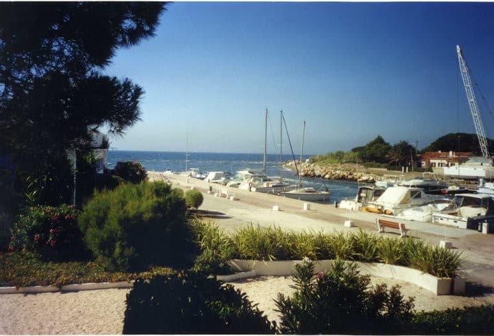 Hyères-Les Salins, giardini sul mare.
