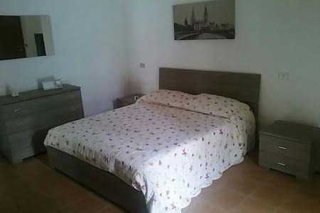 Grazioso bilocale ristrutturato - Casale Monferrato - Lejlighed