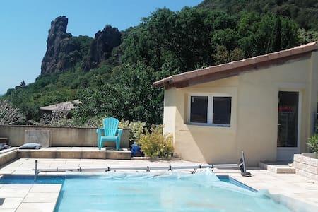 villa spacieuse avec piscine rochemaure en Ardéche - Rochemaure - Rumah