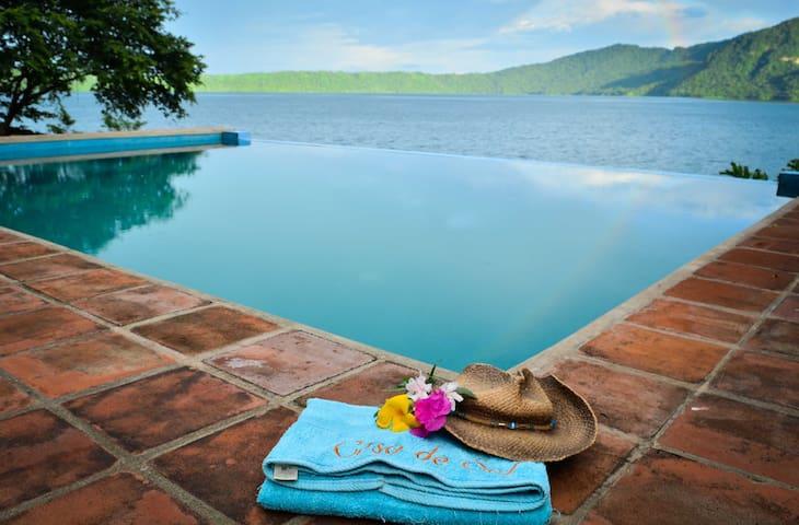 Luxury Waterfront @ Laguna de Apoyo
