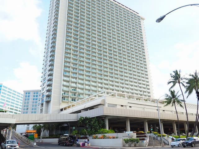 Ala Moana Hotel Condominium~Clean and Comfortable~