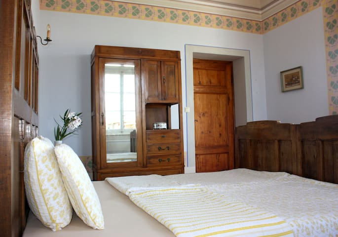 Bedroom in an old villa near Lucca - Capannori - Rumah