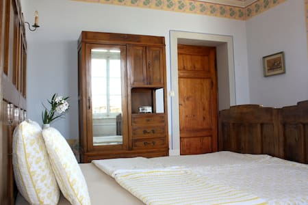 Bedroom in an old villa near Lucca - Capannori - Huis