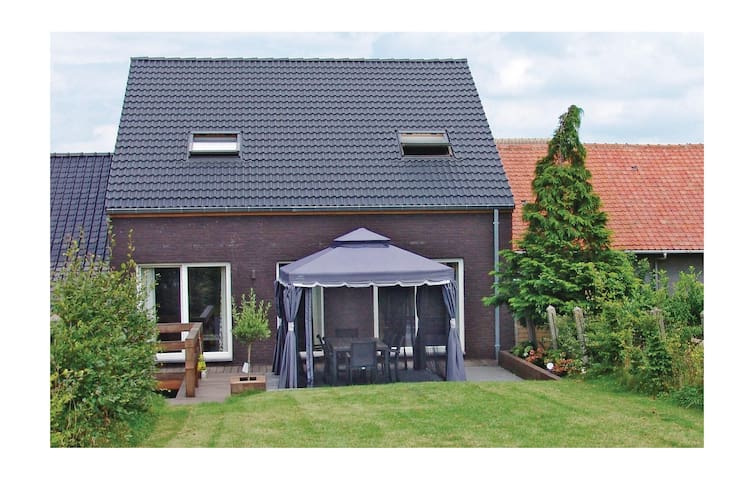 Holiday cottage with 4 bedrooms on 270 m² in Borlo