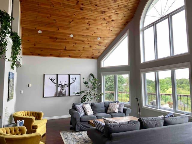 "A modern ""County Creek House"" in PEC"