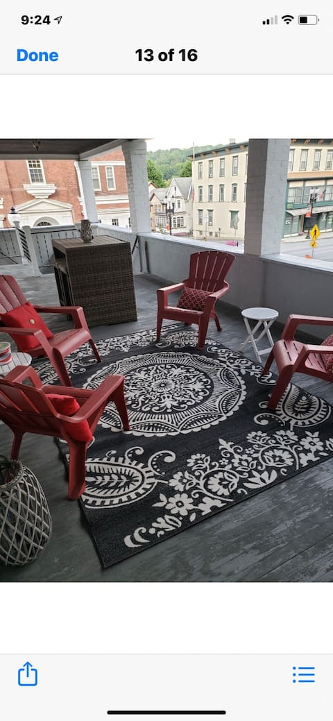 ¡Encantador apartamento espacioso con vistas al centro!