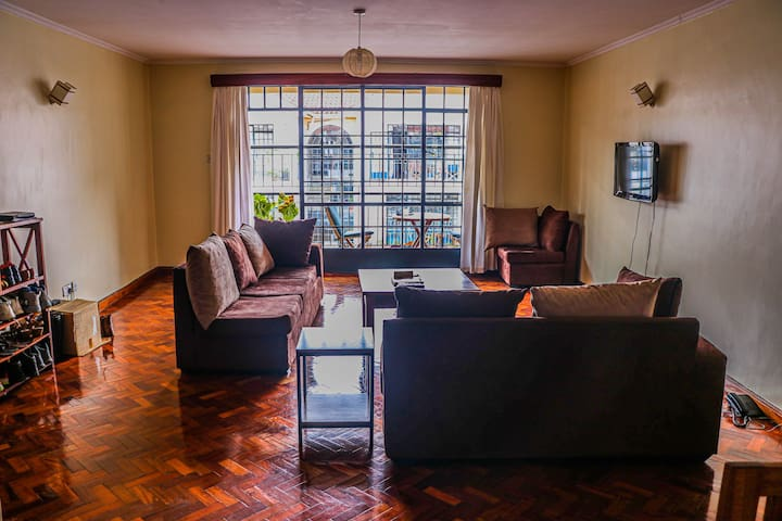 Light, spacious room in modern fully-equipped flat