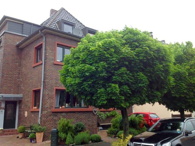 Monteur u.Gästezimmer Knuth - Bergheim - Apartamento
