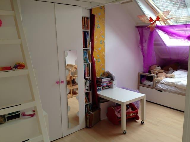 2nd bedroom, other side